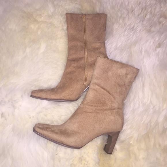 e6e607299fe7 Splash Tan Suede Boots. M 5a5e56118af1c51d6ab8800e